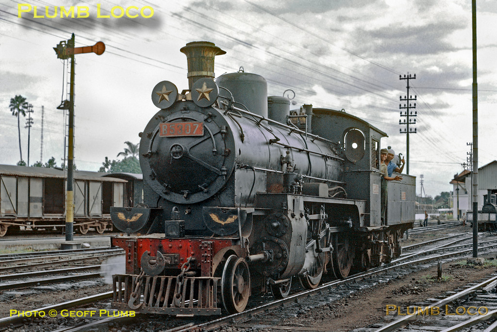 PNKA Class B53 4-4-0 No. B53 07 comes out of the loco depot into the station area at Madiun, most probably to do some shunting. The engine was built by Hartmann in 1912, works No. 3578. The crew seem pleased to see us! Tuesday 24th July 1973. Slide No. 11752.
