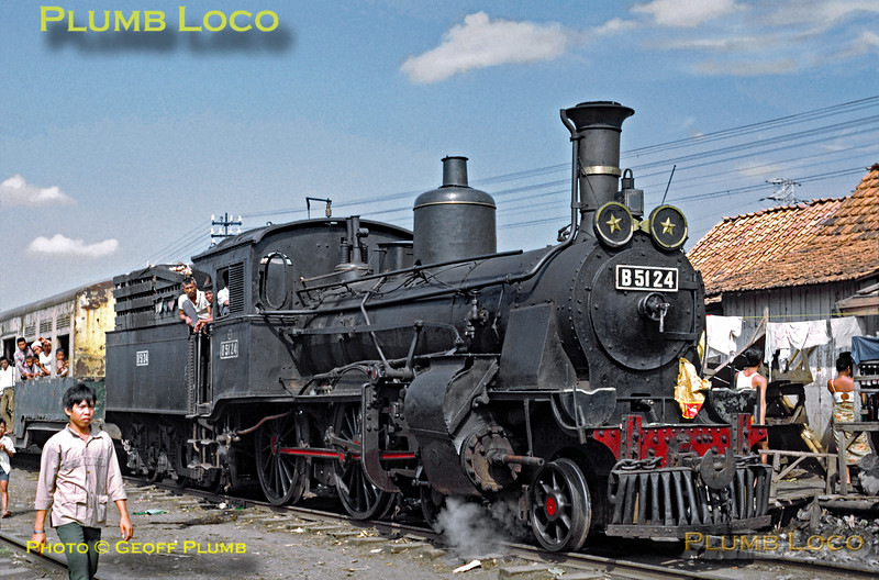 PNKA 4-4-0 No. B51 24 is a two cylinder compound loco, one of the class built by Hartmann, No. 2899 of 1905. Other members of the class were also built by Hanomag and Werkspoor. The engine is in charge of a train which has arrived from Rangkasbetung into the yard at Tanahabang where it stopped amongst the crowds of people wandering around, before proceeding the final few hundred yards into the station. Wednesday 18th July 1973. Slide No. 11193.