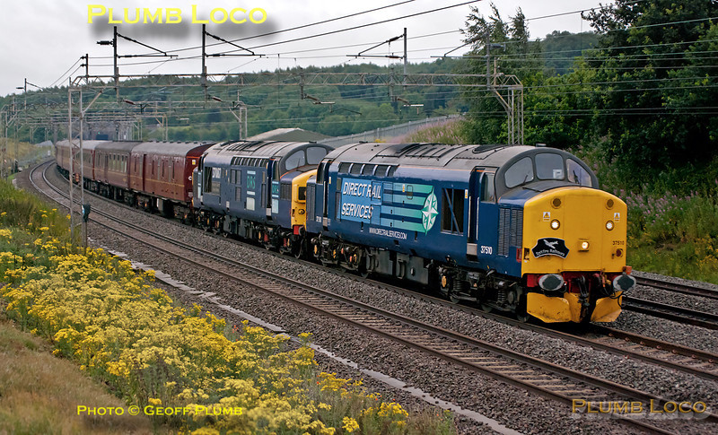 "DRS 37s Nos. 37510 & 37087 double-head 1Z37, ""The Cambrian Coast Express"", 05:47 from Euston to Aberystwyth, running a few minutes early at 06:30 as they growl through Old Linslade on a dreadfully dull morning. Saturday 16th July 2011. Digital Image No. GMPI9791."