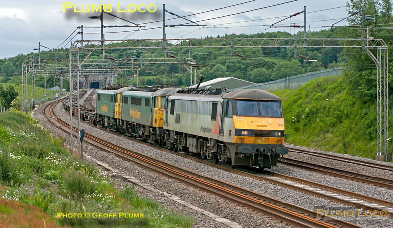 Freightliner 90043 is dragging two Class 86/6s, 86638 and 86610, DIT along the down slow line at Old Linslade on the WCML. The train was running as 4M52, Tilbury to Basford Hall, and consists of empty flat wagons. Apparently, 86610 had failed earlier. 09:56, Saturday 16th June 2012. Digital Image No. GMPI12193.