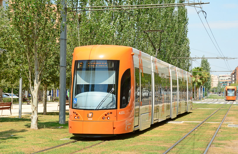 4231 is seen on the approach to Bulevar del Pla Alicante on line L2 which opened in late 2013.