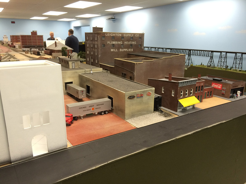 Layout 4 - HO scale - city business district - bridge in background