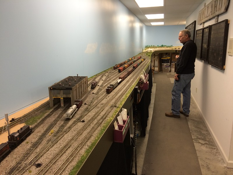 Layout 4 - HO scale - small yard and engine service