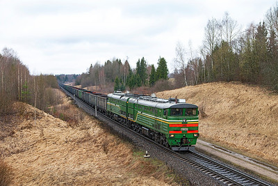 2TE10MK-3356 approaches Skaista with eastbound empty coal. Wednesday 9th April 2014.