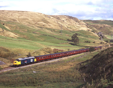 """40145 passes Copy Pit with the """"Buxton Forester"""" railtour 15/9/07, with 37248 on the rear."""