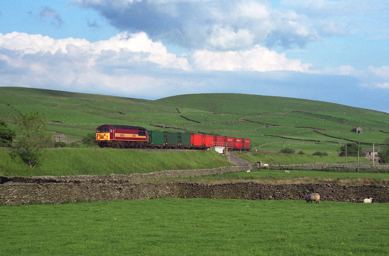 56065 hurries along near Helwith Bridge with a lightly loaded 6M90 Gascoine Wood - Carlisle British Fuels coal train, 5/6/1999.