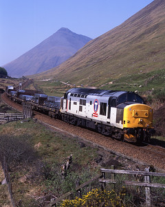 37404 drops down from County March summit with the aluminium lumps on a hot 13/5/98.