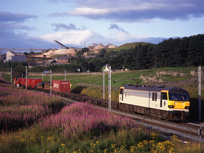 92037 passes Shap beck with an intermodal including Royal mail trailers on 22/8/98.