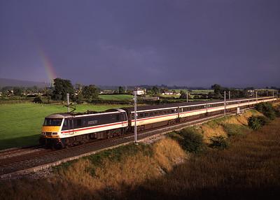 90005 hauls a Euston-Glasgow train past Elmsfield on 27/8/97