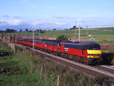 90019 passes Shap Beck with a mail train on 18/8/98.
