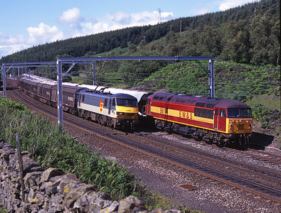 56114 waits in the loop at Shap summit with the Hardendale-Margam as 90138 overtakes with a Carlisle-Bescot freight on 24/7/98.