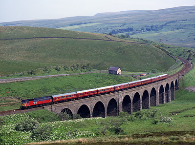"""47776 """"Respected"""" crosses Dandry Mire viaduct with a Paisley-Keighley charter on 20/6/98."""