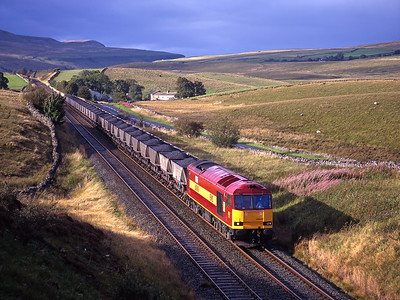 """60048 """"Eastern"""" approaches Shotlock tunnel with a Saturday afternoon coal train on 13/9/97."""