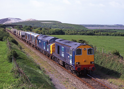 """Carrying """"The Waverley"""" headboard 20314 leads 37607, 20301 & 20303 and 6 flasks north of Barrow on 22/5/99."""