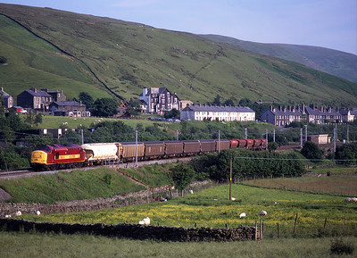 37895 passes Tebay with 6S72 Enterprise freight on 24/6/99.