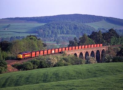 "37667 ""Meldon Quarry Centenary"" hauls the British Fuels coal train over Drybeck viaduct on 16/5/98."