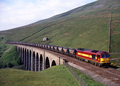 60022 crosses Arten Gill viaduct with a Saturday afternoon coal train on 30/5/98.