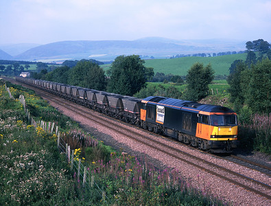60007 hauls a 7Z30 coal train at Closeburn on Sunday 30/8/98.