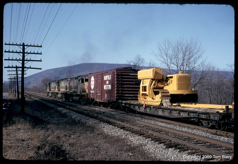 Lehigh Valley Railroad http://biery.smugmug.com/Trains/Lehigh-Valley-Railroad/9879398_Lzgb2b/672709084_PV483Tx