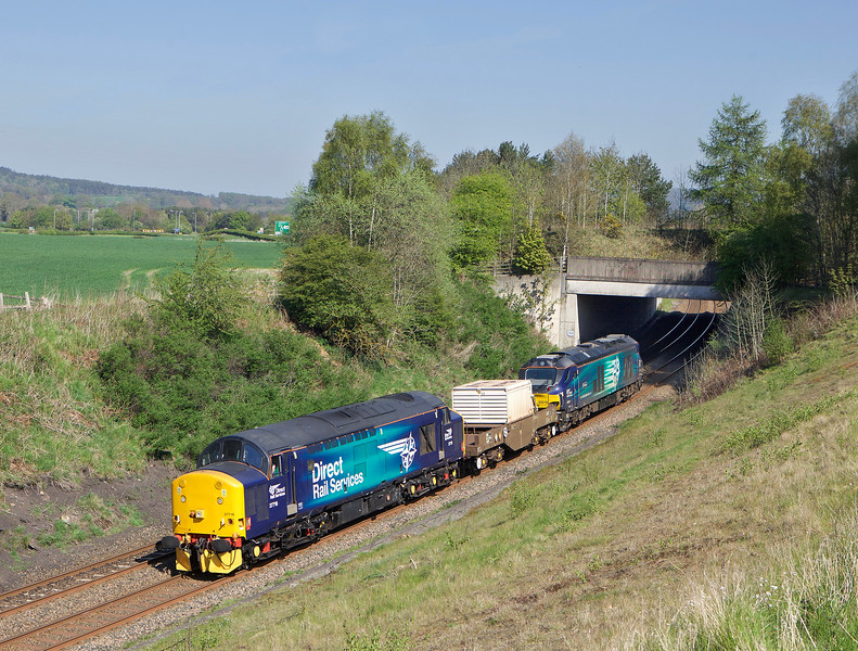37716 + 68016 approach Riding Mill with 6Z60 the 13.23hrs Seaton - Crewe coal sidings nuclear flask.<br /> 09/05/2016