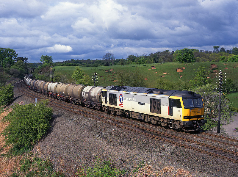 60066 Nr Nawath with a Stanlow to Jarrow oil train<br /> 20/5/1995