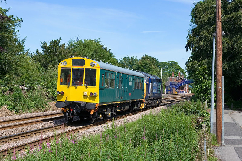 37423 propels 2Z01 through Cottingham on Tuesday 14th June 2011.