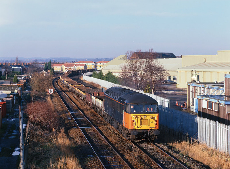 56109 passes the works of Ideal Standard, Hull, at 10:55 on Sunday 17th October 1999, with the 7T73 Cottingham - Doncaster engineers trip.