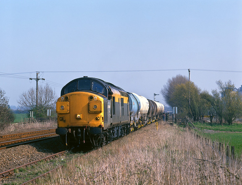 37058 arrives at the works of Croxton & Garry, Melton, to set down calcium carbonate slurry tanks at 14:15 on Thursday 1st April 1999. The tanks had been conveyed on the Doncaster - Hull Enterprise and were deposited on the outward 6D54 13:56 Hull - Doncaster leg, as there is no access to the site from the West.