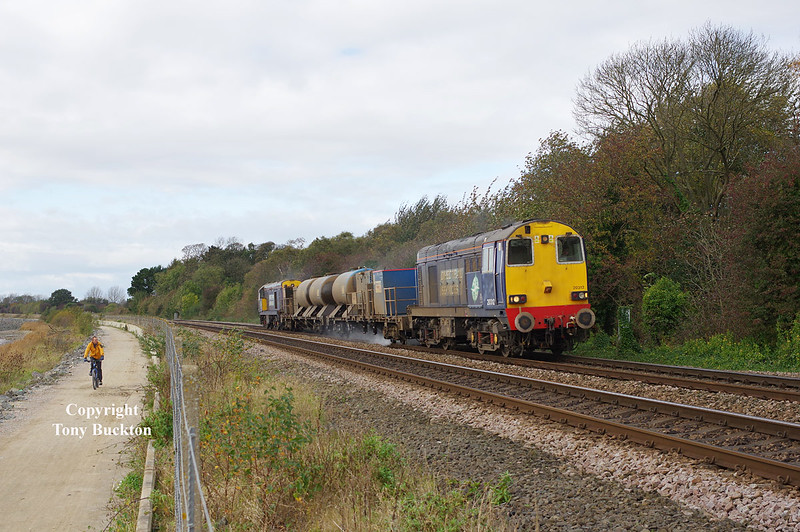 20312 & 308 run along the banks of the Humber near Hessle at 14:05 on Saturday 25th October 2014, with the 11:02 Stocksbridge Works - York Thrall Europa RHTT.