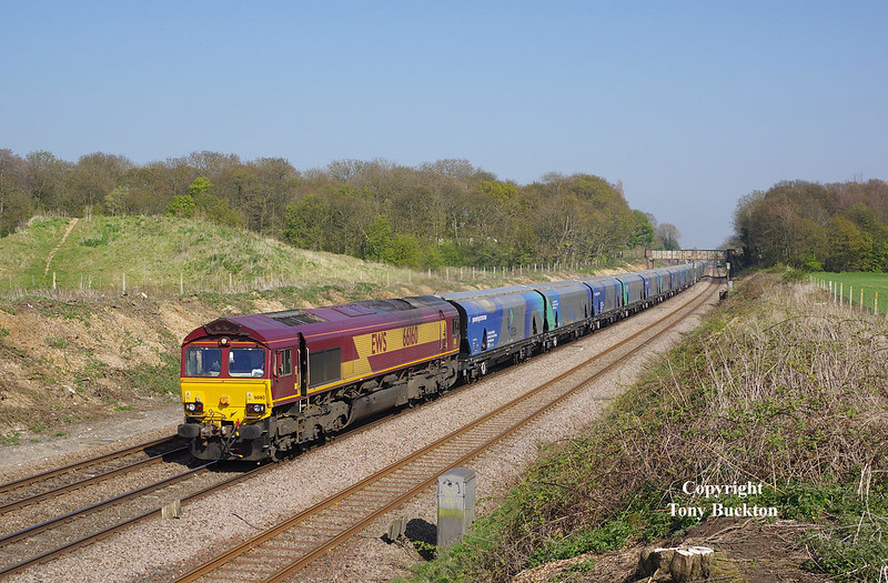 66160 runs through Ferriby Cutting at 15:52 on Thursday 23rd April 2015 with the 6H73 14:21 Hull Biomass LP - Drax Power Station.