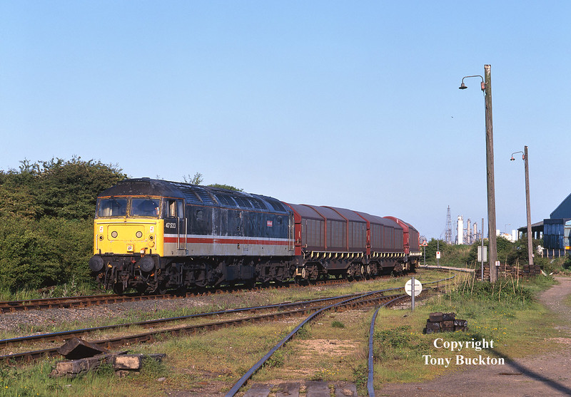 Carrying the scruffy remnants of the short lived Intercity Mainline livery, 47523 shunts various steel wagons at the entrance to Hedon Road Sidings on Hull King George Dock at 18:55 on the evening of Tuesday 26th May 1998. Running as 6G82 to Doncaster, portions of the train were destined for Wolverhampton and Scunthorpe - the Scunny portion consisting of BDA's (out of sight beyond the curve).