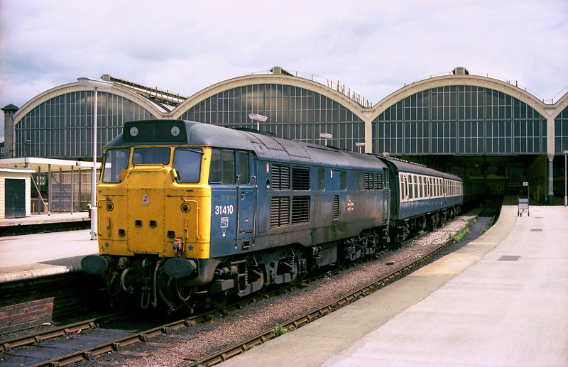 An oil-stained 31410 awaits departure from Hull Paragon on Sunday 24th June 1984, with the 1M20 13:38 to Manchester Piccadilly.