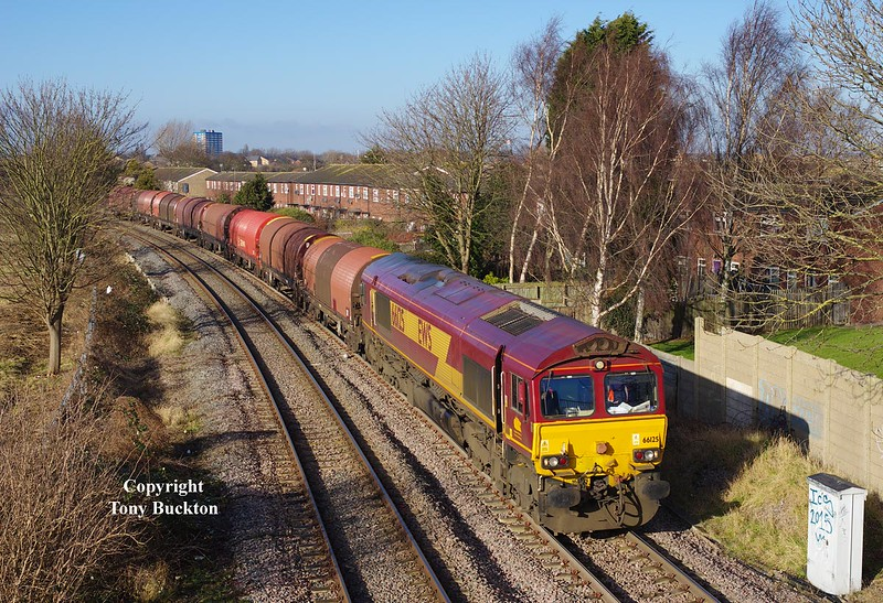 66125 departs the Hull Docks Branch at Hessle Rd Jnc at 13:01 on Friday 30th January 2015 with the 12:25 Hedon Rd Sidings - Masborough.