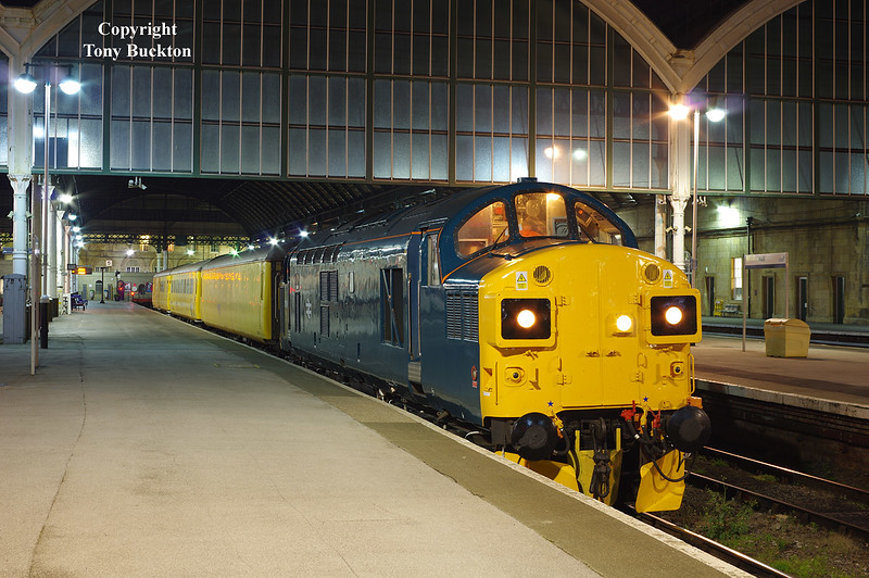 Looking resplendent in retro BR Blue, 37099 stands in platform 5 of Hull Paragon  at 17:50 on Wednesday 2nd November 2016 with the 1Q07 16:47 Doncaster West Yard - Doncaster West Yard test train. From Paragon, the train ran to Ferriby before traversing the Hull docks branch.<br /> Thanks to Ant Hicks for the Heads Up.
