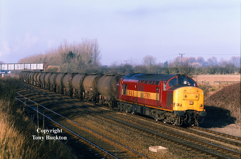 37801 and the late running 6E33 20:15 Baglan Bay - Saltend caught me somewhat by surprise at 10:00 on the morning of February 22nd 2000. Photographed at Ferriby Cutting, I was set up for the return working from Hull. 6E33 should have arrived at the dock by 06:00!