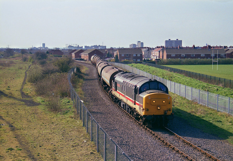 37405 nears it's destination as it is about to pass under Southcoates Lane, Hull at aprox 14:00 on the afternoon of March 26th 1993, with the 6E39 Mostyn Dock - Saltend.