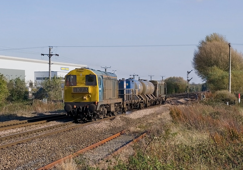 20142 Passes Lowfield Lane, Melton at 14:15 on Saturday 22nd October 2011, with 3S14 Sheffield - York Thrall RHTT - Fantastic light for the first run of this diagram.