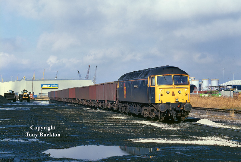 On Thursday 11th March 1999 it was the turn of 47145 to work the Rugby Coal (6Z70 23:50 Rugby - Hull Coal terminal), as it arrives at its destination.