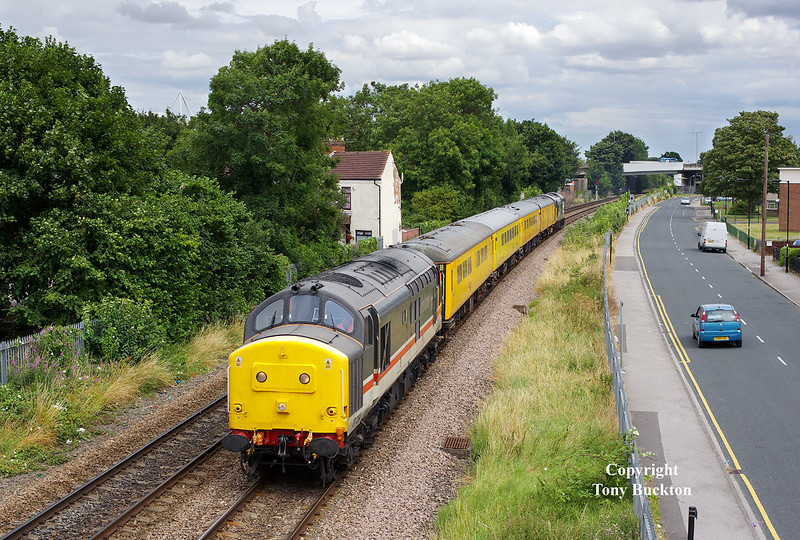 37254 passes Selby Street, Hull at 13:14on Monday 25th July 2016 with the 09:52 Derby R.T.C. - Derby R.T.C. test train. 37025 brings up the rear.