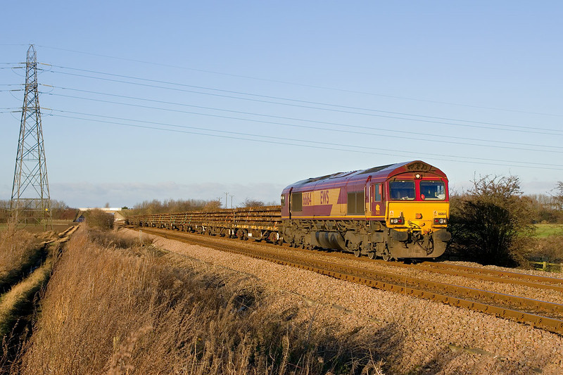 66164 Heads South from Beverley near Dunswell Lane, Cottingham at 14:11 on Sunday 9th December 2012 with the 6T58 14:35 to Doncaster Up Decoy.