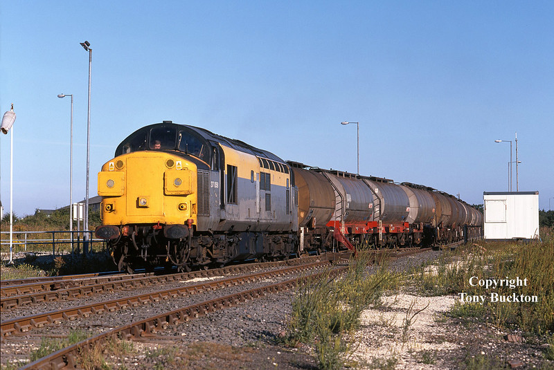 37058 nears journeys end as it crosses the pointwork at the entrance to Hull Coal Terminal on the ABP Hull King George Dock complex with the 6E33 20:15 Baglan Bay - Saltend at 07:57 on Thursday 13th August 1998. The working had arrived aprox 100 mins down, so I can only assume that the motive power would have been a substitution at some point en route.