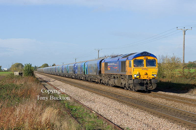 66722 leads, with 66723 at the midpoint of the consist forming the 4D23 08:30 Drax AES – Hull Coal Terminal Biomass hoppers as they pass Lowfield Lane Melton at 10:10 on Sunday 27th October 2013.<br /> Ta for the GEN James!