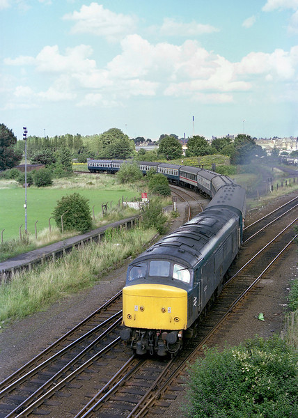 45122 comes off Anlaby Curve, Hull, at aprox 15:00 on Saturday 10th August 1985, with the summer Saturdays Only Scarborough - Leicester.