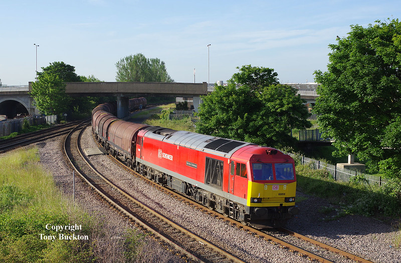 60059 joins Hull Docks branch at Hessle Road Junction with the 05:36 Masborough - Hedon Rd Sidings steel hoods at 07:12 on Monday 29th June 2015.