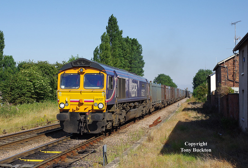 66727 approaches Brough at 16:37 on Wednesday 23rd July 2014 with the 4D95 15:00 Hull CT - Doncaster Down Decoy.
