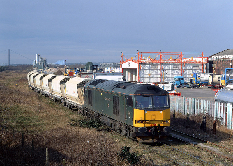 60081 draws forward into the headshunt at Hull Dairycoates on the morning of March 14th 2005, before running round to form the 6D72 empty Tarmac hoppers to Rylstone.