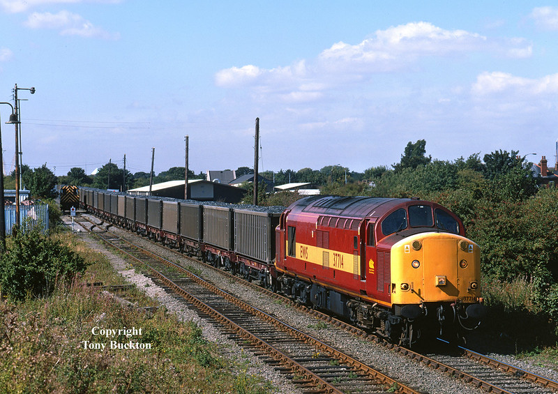 37714 sets back past the EWS train office on Hull King George Dock before departing for No 10 Quay for unloading - 12:00 on Thursday 9th September 1999.<br /> Running as 6G89 Doncaster - Hull King George Dock, this train of loaded Russell's coal containers had originated from Swansea Burrows the previous day, and was unusual in running mid-week - a Saturday morning arrival was the norm during the short period in which these services ran on behalf of Celtic Energy.