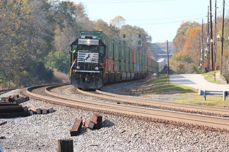 G90-06 [Whitaker Intermodal Local; Austell, GA]<br /> <br /> NS 7101 (GP60)<br /> NS 7106 (GP60)
