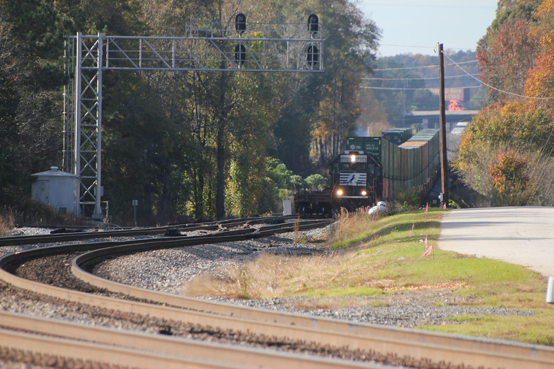 G90-06 [Whitaker Intermodal Local; Austell, GA]<br /> <br /> NS 7101 (GP60)<br /> NS 7106 (GP60)