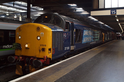 37510 and 37087 sit at the bufferstops at London Euston, Platform 15.